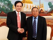 Fatherland Front delegation on visit to Laos