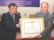 Former Lao official gets Vietnamese decoration