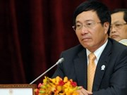 Vietnamese, Chinese FMs meet on AMM 45 sidelines