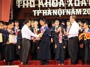Hanoi honours outstanding graduates