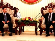 Lao PM receives former Vietnamese education experts