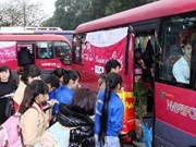 Workers receive free travel for Tet