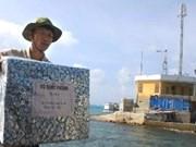 OVs present gifts to Truong Sa islanders