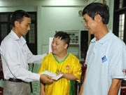 VNA presents gifts to Agent Orange victims