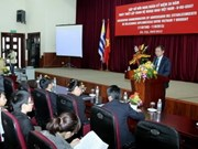 Meeting marks Vietnam-Uruguay diplomatic ties