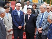 "President meets ""Meet Vietnam"" foreign scientists"