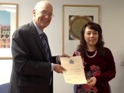 Vietnam Health Minister celebrated by Oxford University