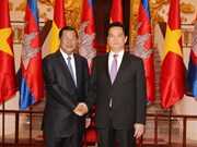 Prime Minister Dung visits Cambodia
