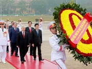 Party, State leaders pay Tet tribute to Ho Chi Minh