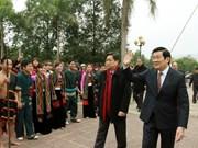 President enjoys ethnic customs at Hanoi festival