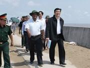 President inspects sea dykes in Tra Vinh, Soc Trang