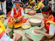 Traditional cake making contest commemorates Hung Kings