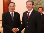 Lao leader welcomes Vietnamese Party delegation