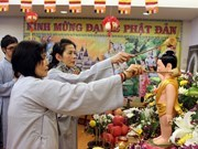 Party officials extend greetings on Buddha's birthday