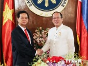 PM Dung holds talks with Philippine President