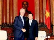 President Sang welcomes former US President Clinton