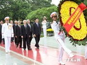 Leaders pay tribute to President Ho Chi Minh, war heroes