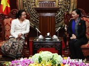 Laos' female NA deputies welcomed in Hanoi