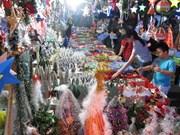 Vietnamese goods dominate Christmas market in Hanoi