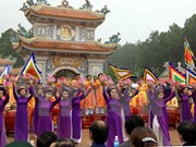 Crowds flock to Hue during spring festivals