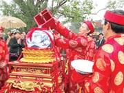 Royal seals bring good luck at temple's festival