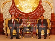 Lao Vice State President welcomes Vietnamese delegation
