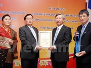 Hanoi honourable citizen title presented to Lao official
