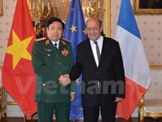 Vietnam, France step up defence ties