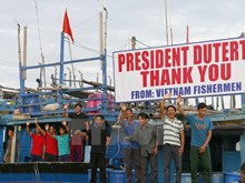 Philippine leader sets Vietnamese fishermen free
