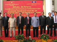 Vietnam offers equipment to Lao academy of politics