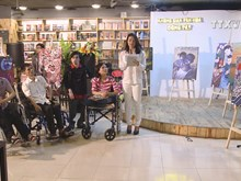 Exhibition shows disabled painters' passion