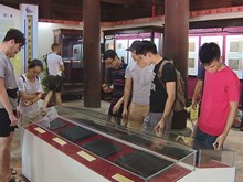 Nguyen Dynasty heritage exhibition draws tourists on holiday