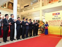 Photo exhibition on Vietnam-Laos relationship opens