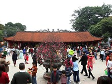 Visitors flock to Van Mieu - Quoc Tu Giam on Tet holiday