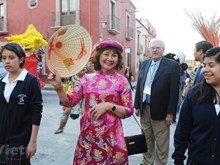 Vietnam attends parade on Mexican street