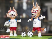 Retired teacher makes World Cup mascots from eggshells