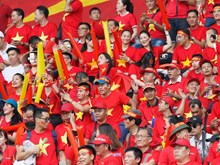 Vietnamese fans cheer football team at ASIAD's semifinals