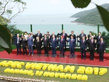 APEC leader pose for group photos