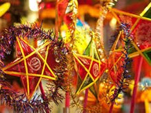 Star-shaped lantern crafting village busy before Mid-autumn Festival