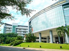 First four-star university in Vietnam receives certificate