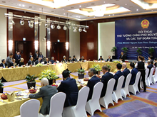PM holds dialogue with global corporation leaders