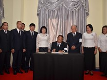 Vietnamese embassies open condolence book for President Tran Dai Quang