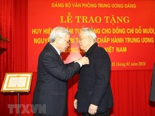 Photos of Do Muoi with Party chief Nguyen Phu Trong