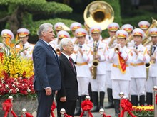 Vietnamese Party, State leader welcomes Cuban President in Hanoi