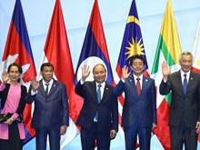 Vietnamese PM engaged in various activities in Singapore