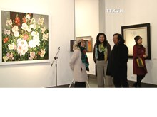 Exhibition to welcome spring opens in Hanoi