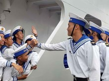 Naval ships carry Tet gifts to Truong Sa soldiers