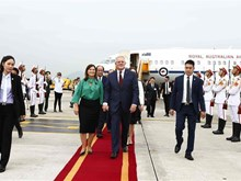 Australian PM begins official visit to Vietnam
