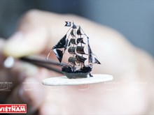 A record holder of creating miniature models