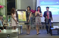 Vietnamese in Singapore donate to fund for needy children
